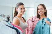 Teenagers shopping at the store — Stock Photo