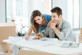 Couple designing their dream house — Stockfoto