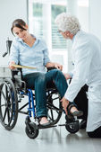 Doctor visiting an invalid patient — Stock Photo