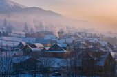 Early morning in the mountain village, Bukovel, Ukraine — Stock Photo