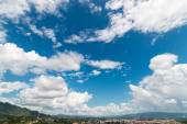 White cloud and blue sky in daylight from Doi Wao view point — Stockfoto
