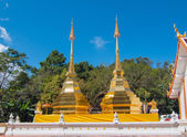 Twin golden pagoda at Wat Phra That Doi Tung, Thailand — Stock Photo