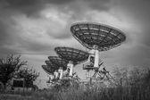 Stormy sky, radio dish array in black and white — Zdjęcie stockowe