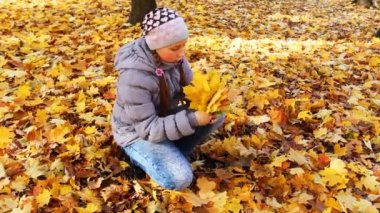 Girl Sits And Holds Leaves — Stock Video