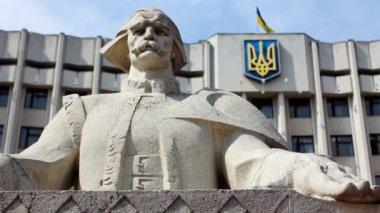 Figure Cymbalist And Ukrainian Flag — Stock Video