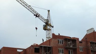 Crane Gives Lintel Timelapse — Stockvideo