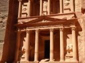 The temple or treasury in Petra, Jordan — Stock Photo