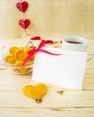 Card with blank Letter and Cookies in the Shape of Heart at Vale — Stock Photo