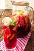 Refreshing sangria (punch) with fruits — Foto de Stock