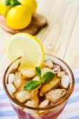 Glasse of ice tea with lemons and mint — Foto de Stock