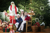 Here comes Santa Claus, family surprise — Stock Photo