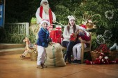 C'est Noël, toute la famille est surprise à la maison de San — Photo