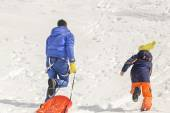 Father and son having fun in the snow — Foto de Stock