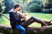 Couple jokes and flirting in the park — Zdjęcie stockowe