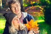 Couple sitting on a tree trunk — Stok fotoğraf