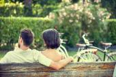 Couple in love hugging each on a bench with bikes — Stock Photo
