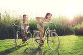 Couple having a bicycles race into the nature — Foto de Stock