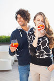 Couple Enjoying Cocktails on Outdoor Patio — Foto de Stock