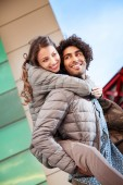 Man Giving Piggy Back Ride to Woman Outdoors — Foto Stock