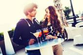 Young Couple Having a Drink at Outdoor Table — Foto de Stock