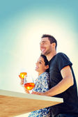 Couple relaxing while having spritz in a seafront — Stock Photo