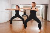 Two women making a fitness exercisen in synchrony — Stock Photo