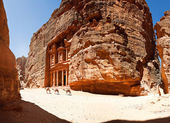 The  temple treasury of Petra (the Khazneh) Jordan — Foto de Stock