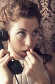 Surprise  young woman on the phone in livingroom in her English — Stock Photo