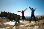 Happy hikers jumping on the top of mountain — Stock Photo