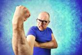 Crazy man showing  proudly  its muscles — Stock Photo