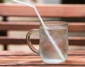 Water in a glass on wooden — Stockfoto