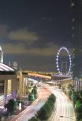 Singapore traffic and Singapore Flyer — Foto Stock