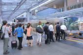 Commuters at JR Osaka Train station Japan — Photo