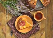 Curd pudding with figs and honey on wicker brown napkin and herb — Stock Photo