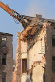 Demolition of the old building in the town — Stock Photo