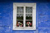 Niice традиционное сельское окно дома — Стоковое фото