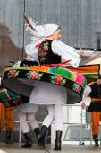 Folk dancers from city of Lowicz in traditional costumes — Stock Photo