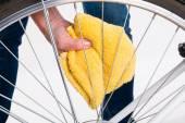 Čištění výplety jízdních kol do kola s látkou — Stock fotografie