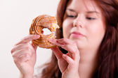 Woman eating a donut using her fingers — Stock Photo