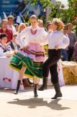 Traditional folk dancing — Stock Photo
