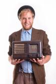 Old-fashioned man holding an old radio — Stock Photo