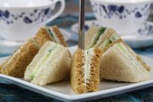 English cream cheese and cucumber sandwiches — Stockfoto