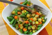 Bowl of fried mixed vegetables — Stock Photo