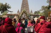 India. Bodhgaya. December 2013. Monlam - the main buddists festival of the year. Maha Bodhi temple. Diamond way lineage of tibetan buddhism.  Monlam - the biggest buddhist  festival of the year. — Stock Photo