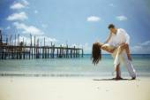 Romantic love couple on the sea — Stock Photo