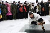 Swimming in the ice-hole on Epiphany — Stock Photo