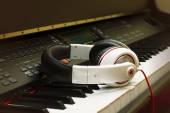 Piano keyboard and headphones — Stock Photo