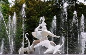 Beautiful fountain, decorated with a sculpture - a boy and a swa — Stock Photo