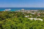 Caribbean beach on the northern coast of Jamaica, near Dunns River Falls and town Ocho Rios. — Stock Photo