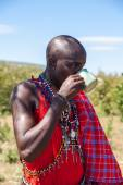 MASAI MARA,KENYA, AFRICA- FEB 12 Masai shaman is drinking a cup of cow blood in traditional clothes, review of daily life of local people,near to Masai Mara National Park Reserve, Feb 12, 2010,Kenya — Stock Photo